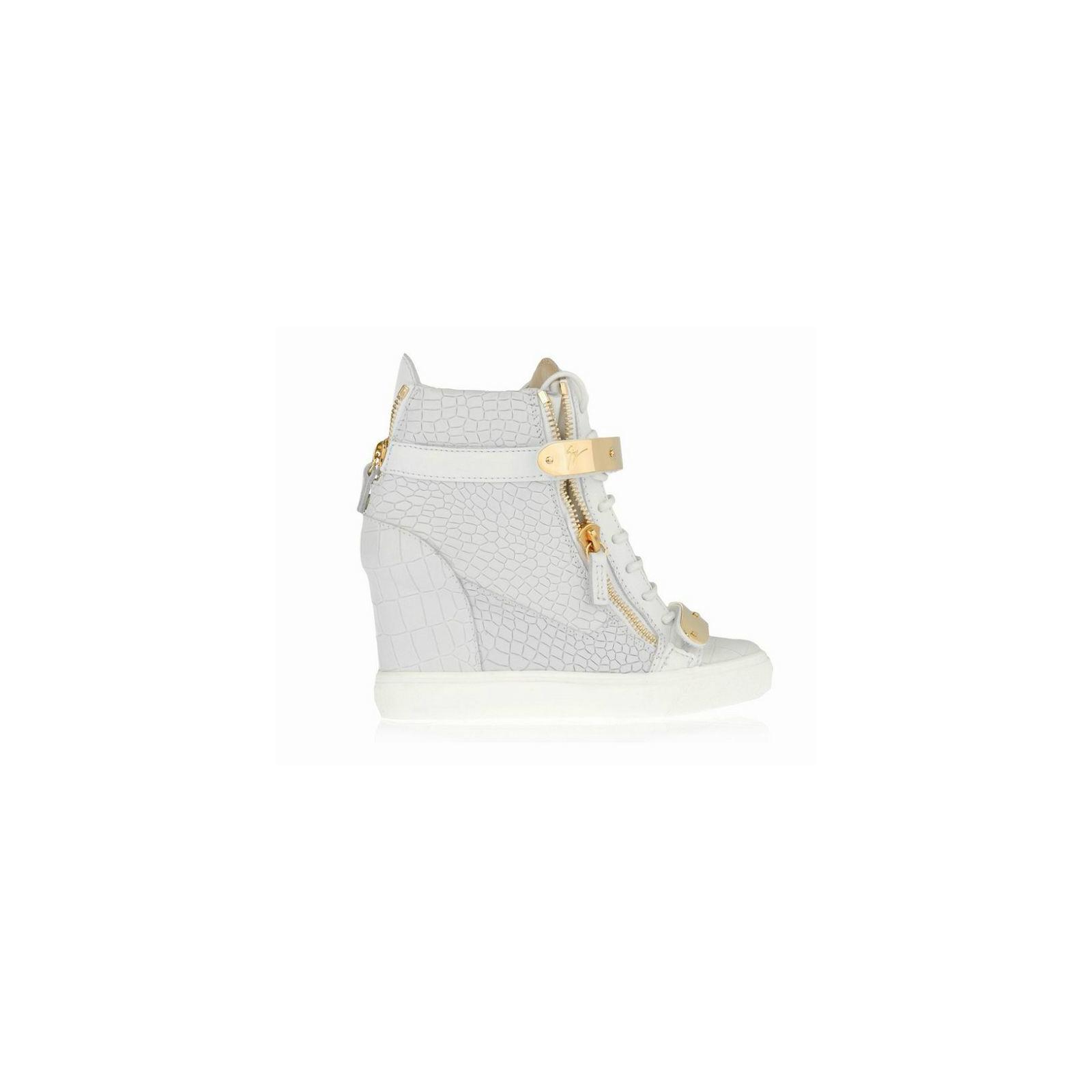 Białe Sneakersy ze złotymi elementami