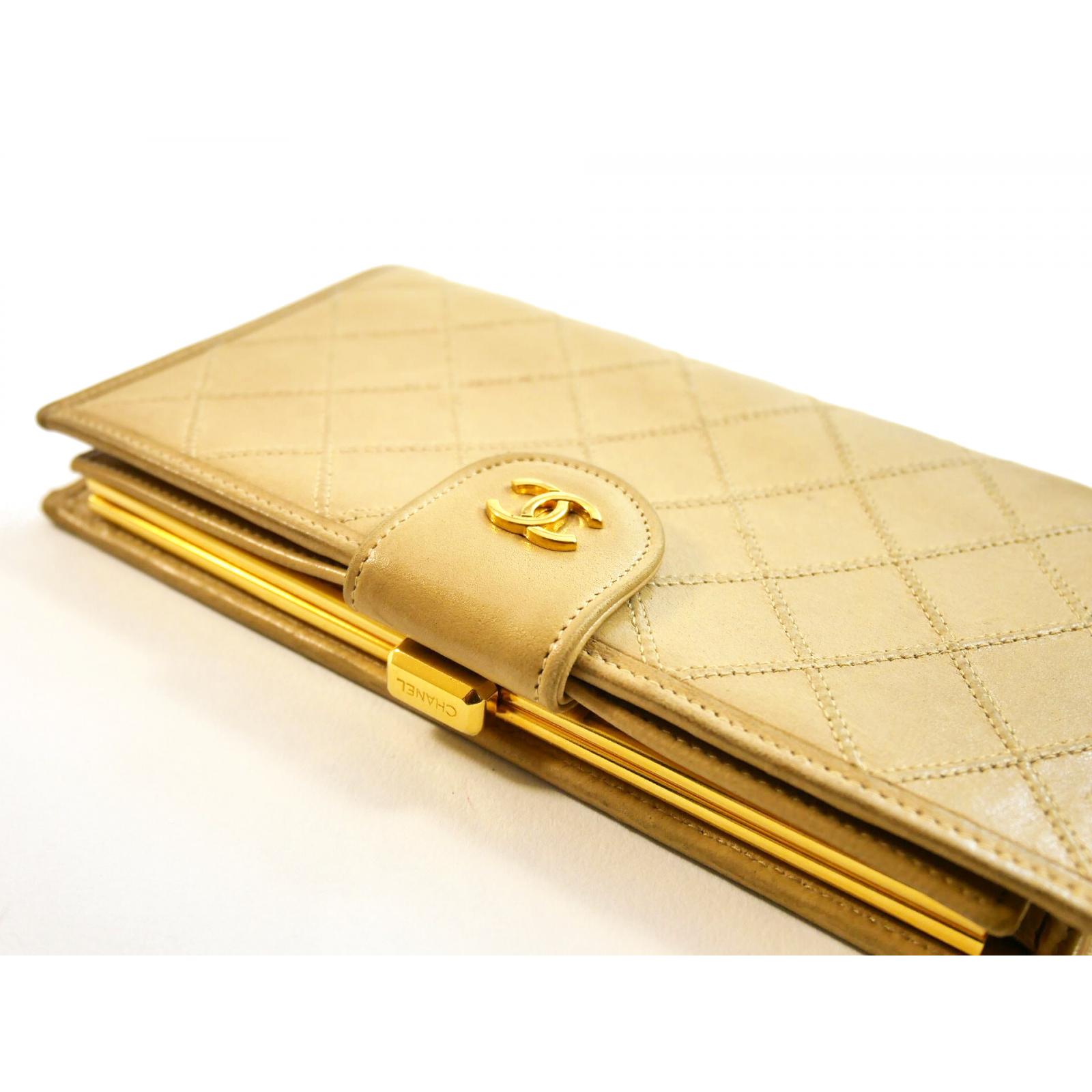 Chanel klasyczny pikowany portfel beżowy ze złotym okuciem