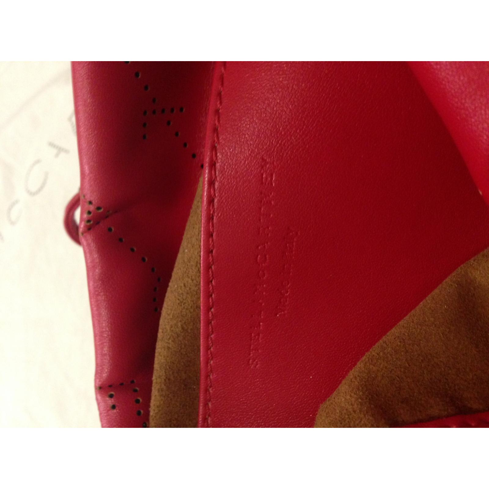 Piękny, czerwony plecak-torebka z perforowanym logo, Stella McCartney