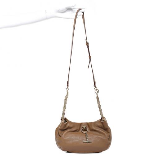 Kamelowa torba na łańcuchu