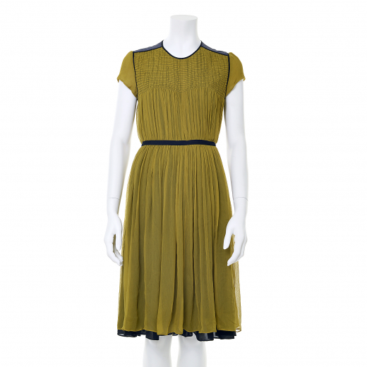 Sukienka w kolorze musztardowym