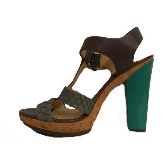Sandałki na obcasach