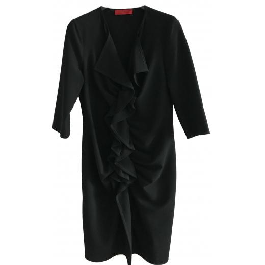 Czarna sukienka za kolano, z falbaną