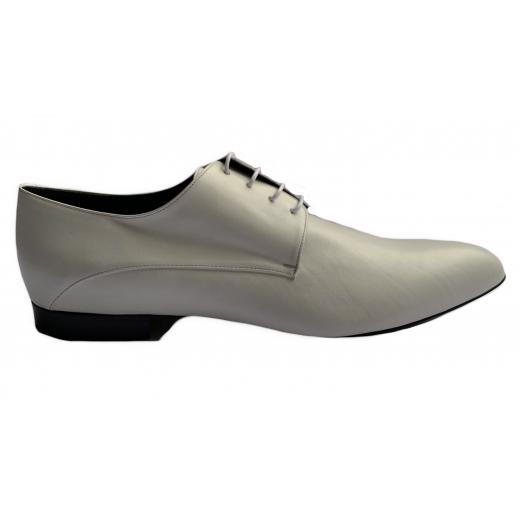 Sznurowane białe skórzane buty