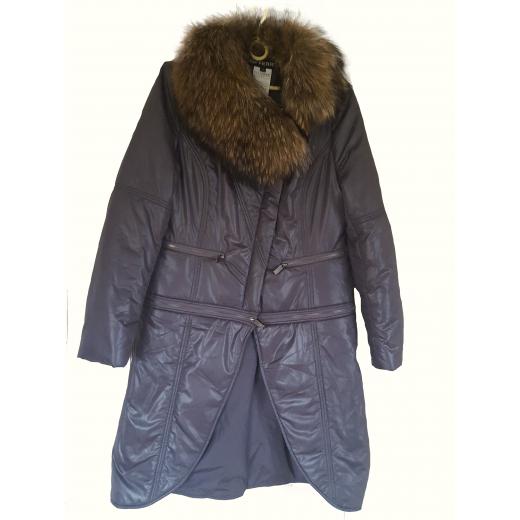 Płaszcz z opcją odpinanego dołu wyedy służy jako kurtka .