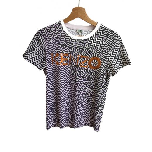 T-shirt z czarnym wzorem