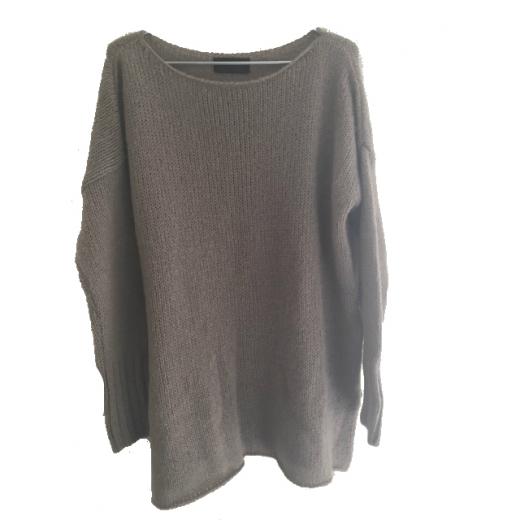 Długi sweter w kolorze chłodnego beżu